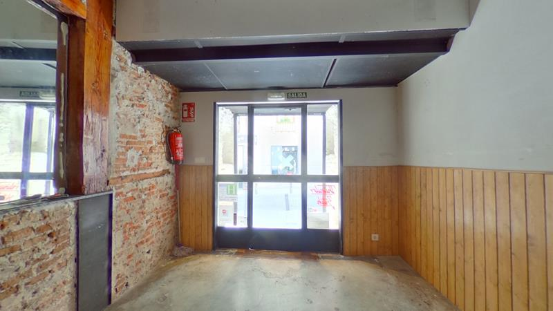 LOCAL COMERCIAL EN ALQUILER CON TRASPASO EN CENTRO - UNIVERSIDAD